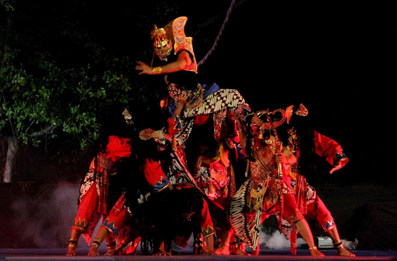 The Ramayana Opera 'Bakdan Neng Solo' (Lebaran in Solo) presented by the Rahwana troupe.