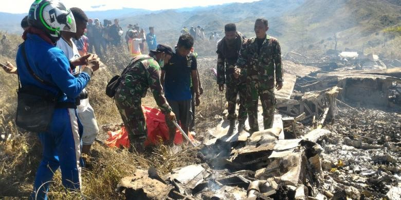 Plane carrying five passengers loses contact in Papua