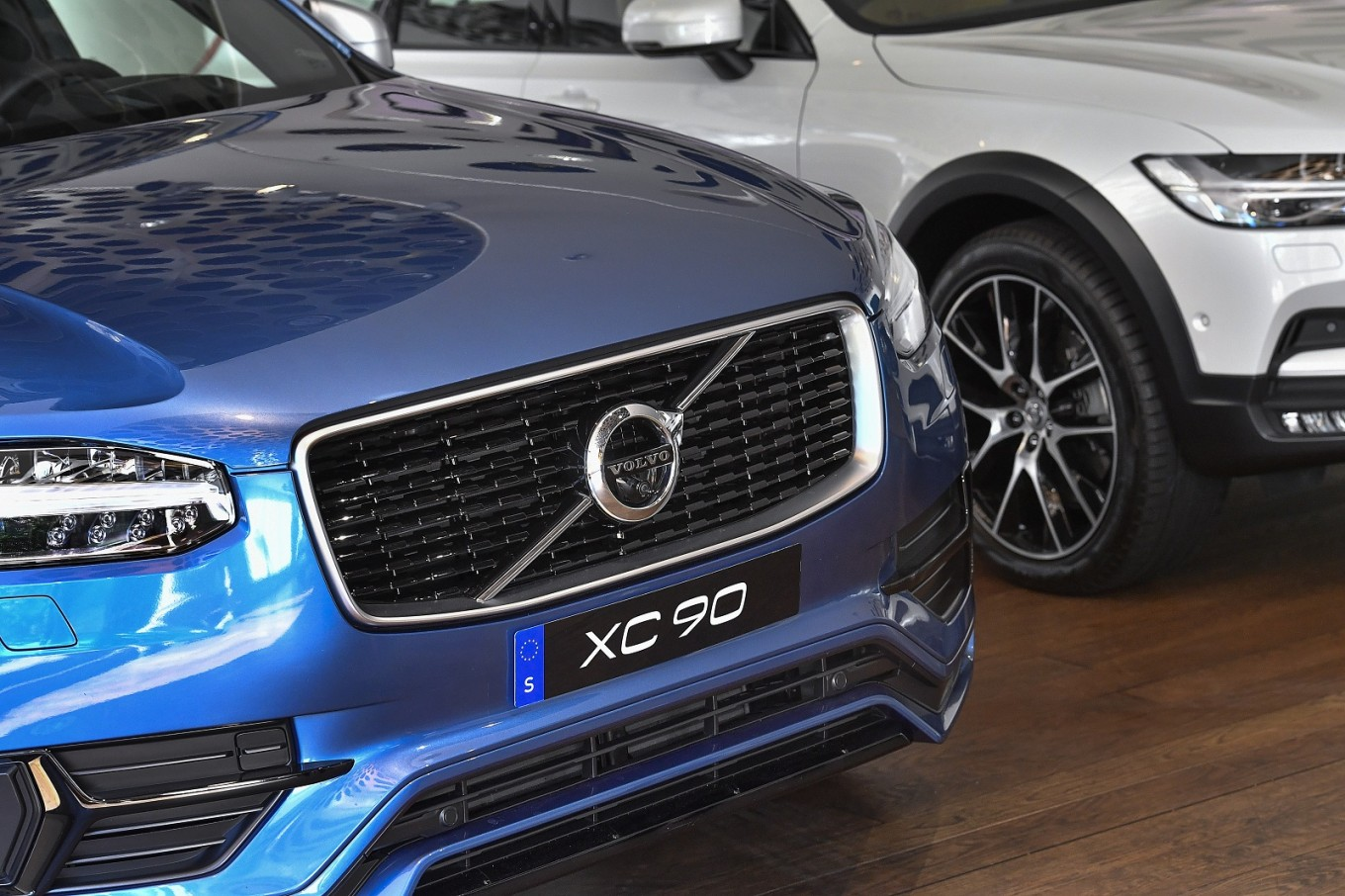 Volvo to phase out petrol-only cars from 2019