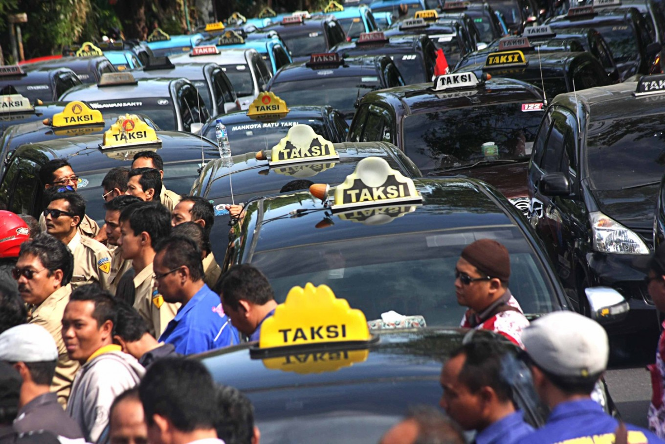 Cab drivers rally to protest ride-hailing apps in Surakarta