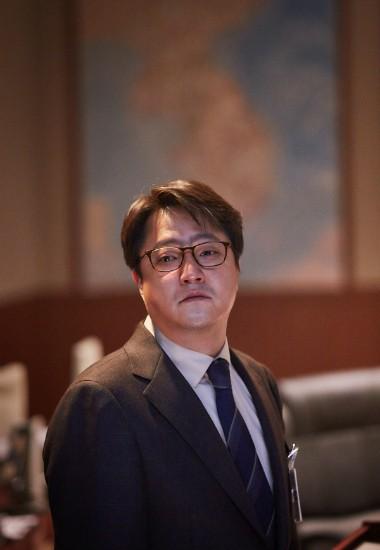 """Kwak Do-won stars in """"Steel Rain""""."""