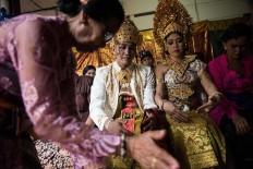Kadek and Novi follow the ritual of a Balinese traditional wedding at Banjar Taman Yangbatu village in Denpasar on Feb. 2. JP/Anggara Mahendra