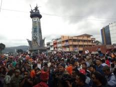 Celebration: Thousands of people attend the Flowers and Fruits Festival in Berastagi, Karo region, in North Sumatra. JP/Apriadi Gunawan