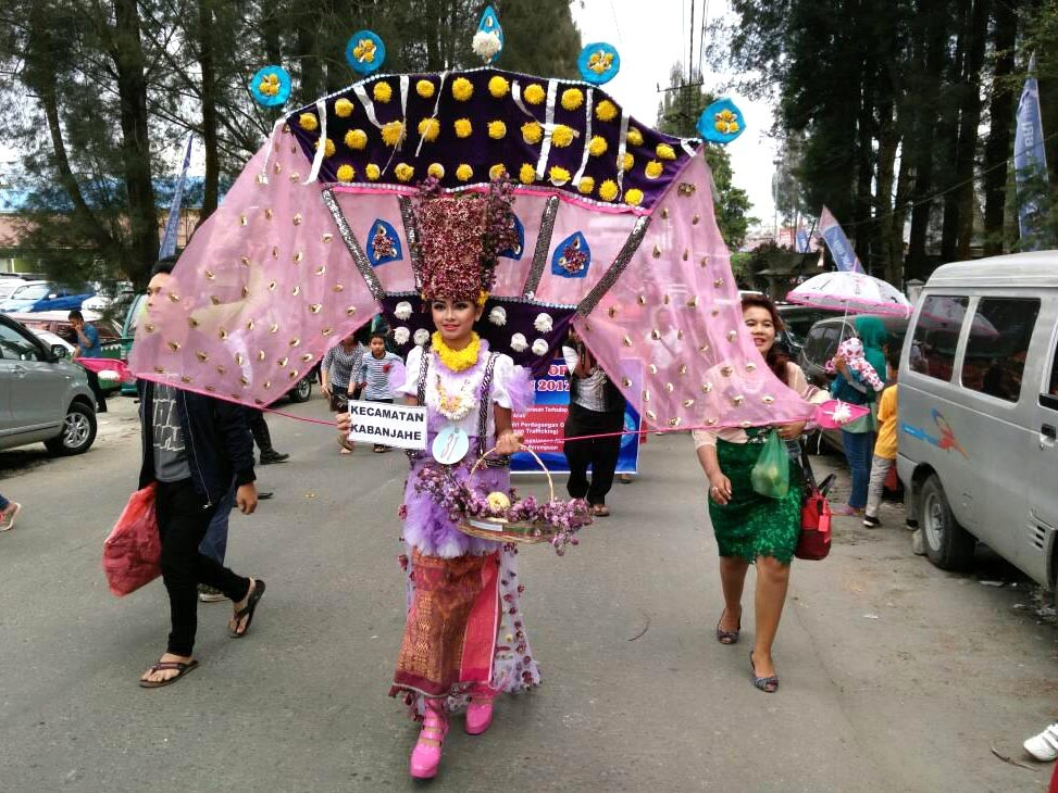 Marching on: A woman marches through the street in her traditional dress during the Flowers and Fruits Festival in Karo, North Sumatra. JP/Apriadi Gunawan