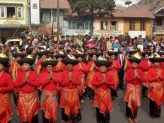 Greetings: Women of the Karo region, North Sumatra, in their traditional clothes. JP/Apriadi Gunawan