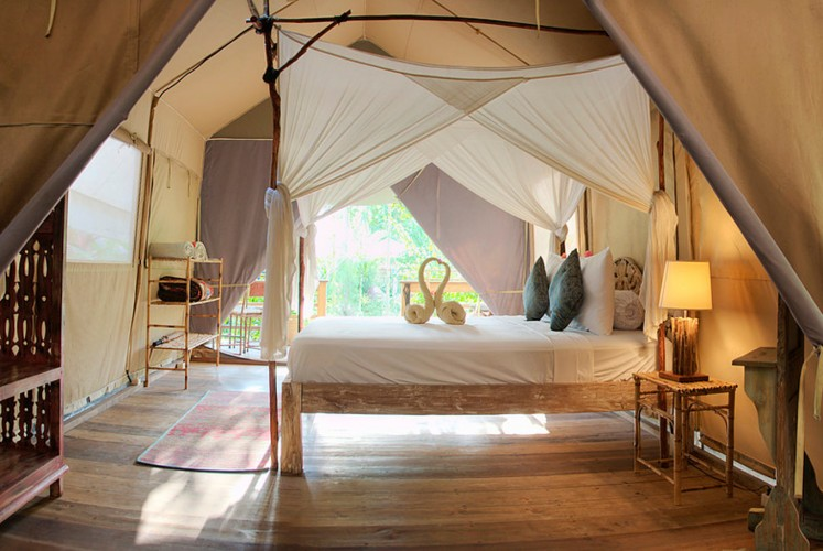 Nestled in the northwestern part of Gili Trawangan, West Nusa Tenggara, the La Cocoteraie Ecolodge offers eight private tents, each equipped with a queen-size bed, private bathroom, private balcony and standing fan.
