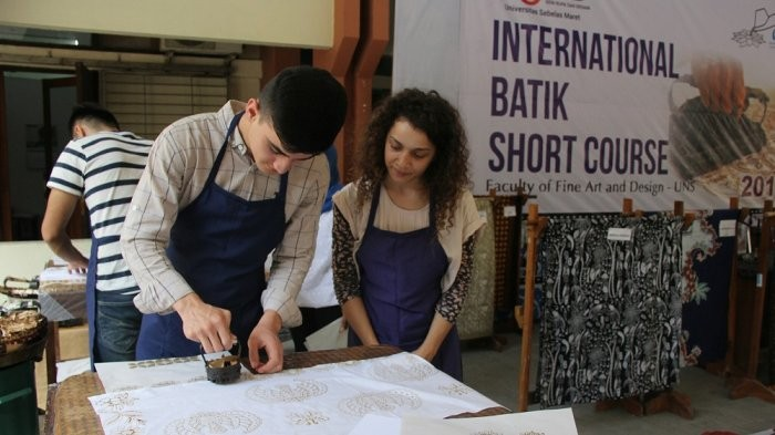 Foreign students learn batik-making during the International Batik Short Course.