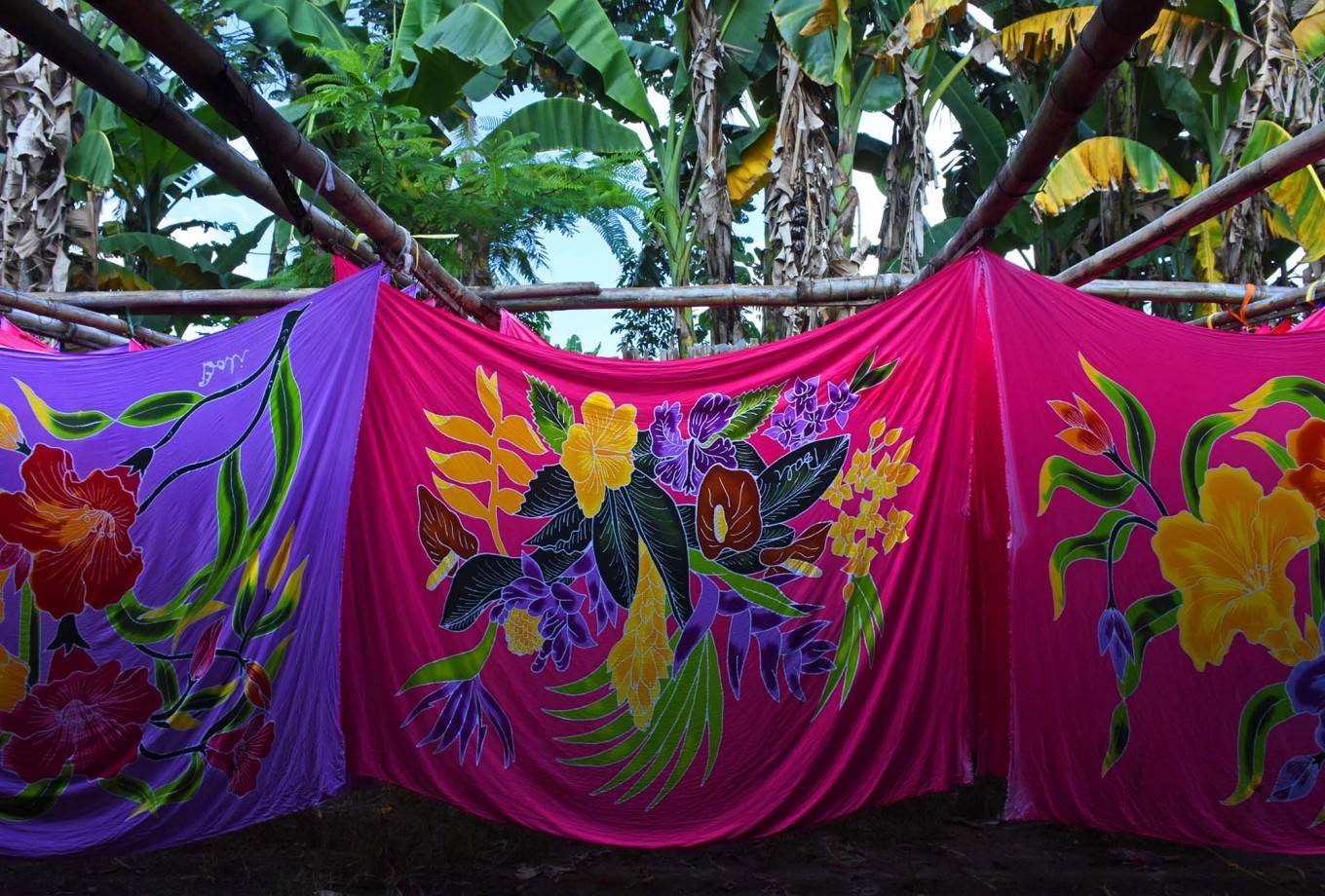 In the yard of the Batik Satrio workshop in Senepo Rejo village, beach sarongs featuring colorful patterns of plants, flowers and animals are hung up to dry naturally after dyeing. JP/Aman Rochman