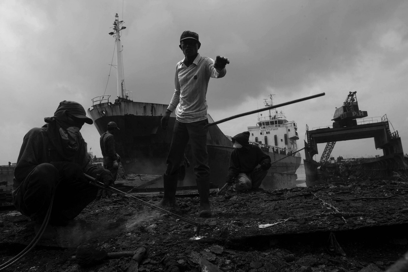Workers collect all sizes of sheet metal, down to the smallest. JP/Sigit Pamungkas
