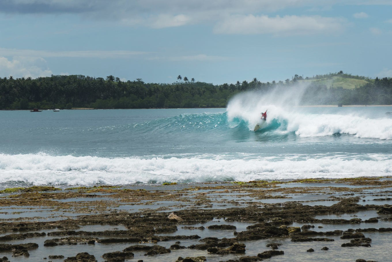 Nias to be world-class surfing destination, government pledges