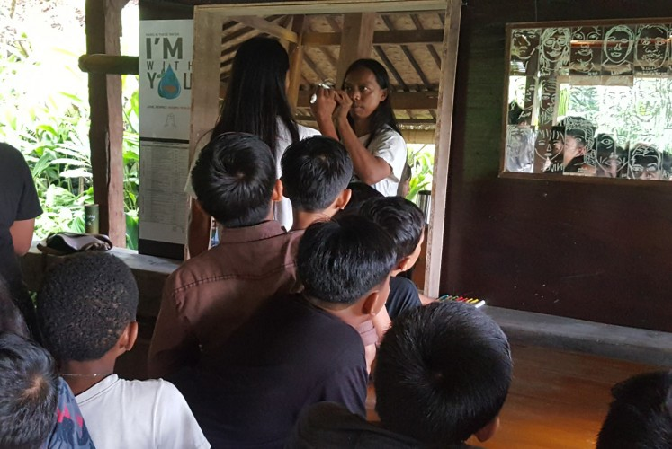 East Javanese, Bali-based artist Djunaidi Kenyut during his presentation to children participant in 'I Love Me – the Selfie Project' at Tepi Sawah Festival.