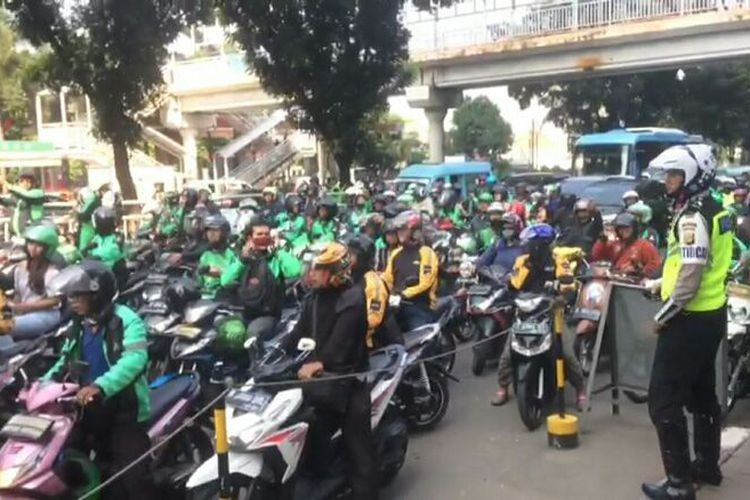 Jakarta Police collects Rp 2.3 billion from fines in a week