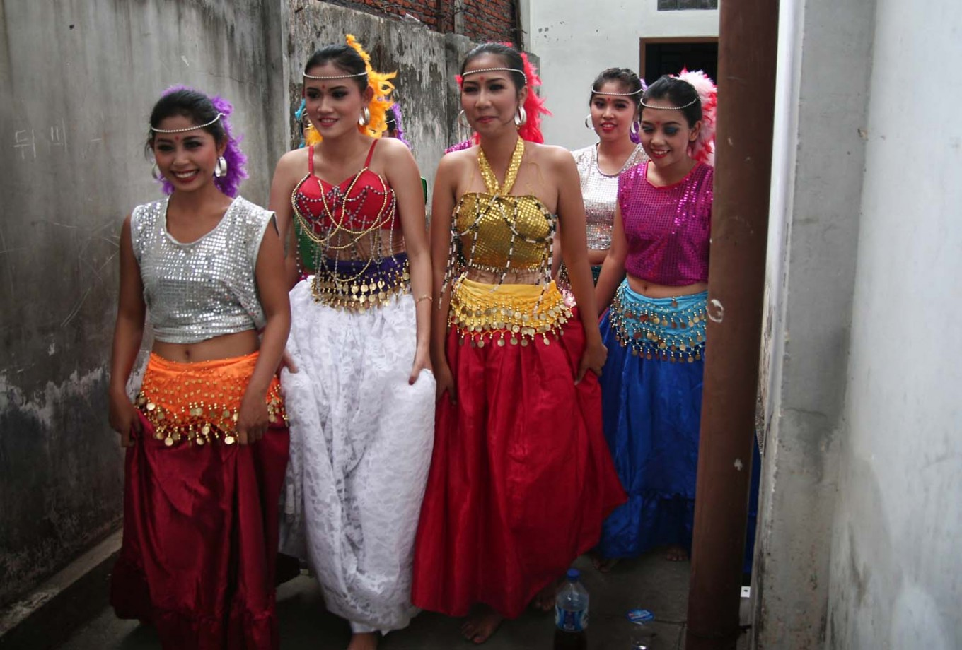 Dancers walk to the stage prior to their performance at the Bollywood Mania Festival. JP/Aman Rochman