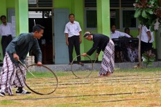 Students compete in the wheel race during the student orientation program. JP/Aditya Sagita