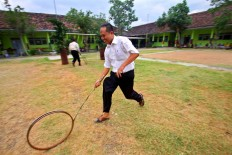 Teachers join the wheel race. JP/Aditya Sagita
