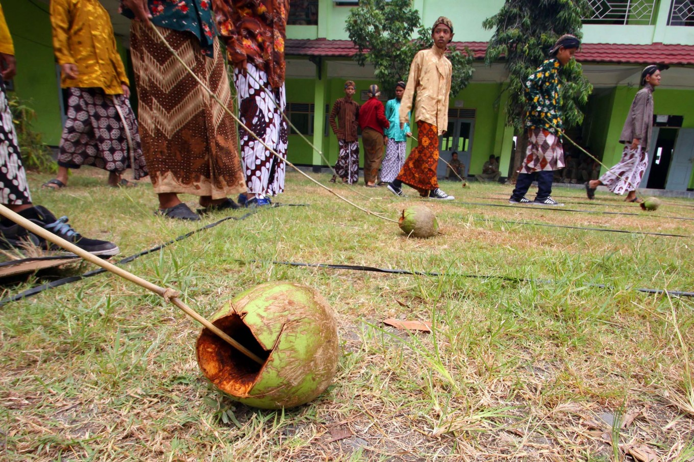 A cengkir (coconut shell) is arranged in front of the starting line. JP/Aditya Sagita