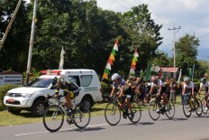 Cyclists enter the fourth stage of the 2017 Tour de Flores at Waelengga, East Manggarai, Flores, East Nusa Tenggara, on Monday, July 17, 2017. JP/Markus Makur