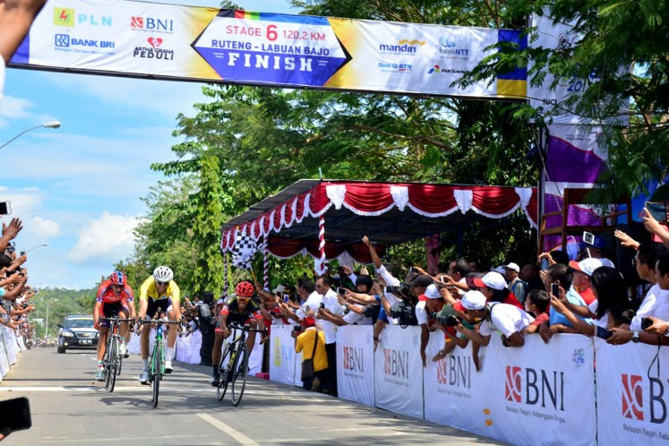 Thomas Lebas of France, who races for Japanese Kinan Cycling team, enters the last stage of the Tour de Flores in Labuan Bajo while Iranian Arvin Moazambigodarzi from Iran's Pishgaman Cycling finishes second and Filipino Marcelo Felipe of the Philippines 7 Eleven Cycling Team finishes third on July 23, 2017. JP/Markus Makur