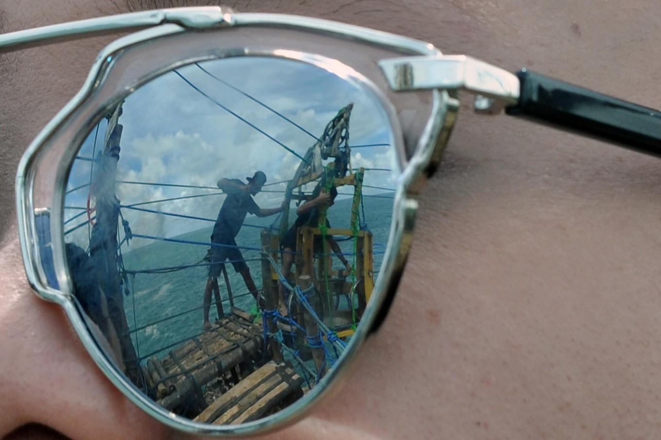 A reflection of a tourist's sunglasses before crossing to the Timang islet. JP/Magnus Hendratmo