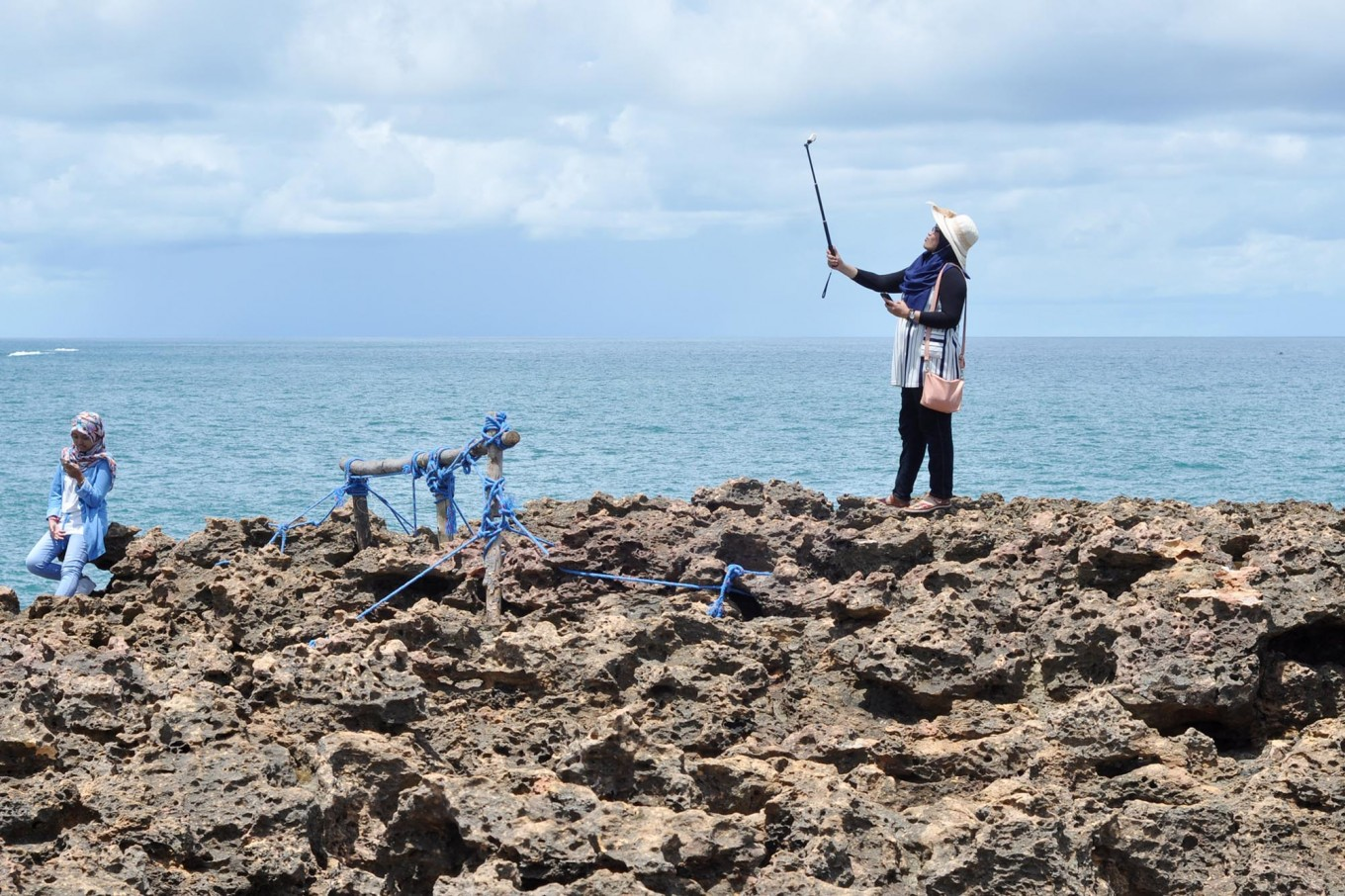 A tourist takes a selfie at Timang islet. JP/Magnus Hendratmo