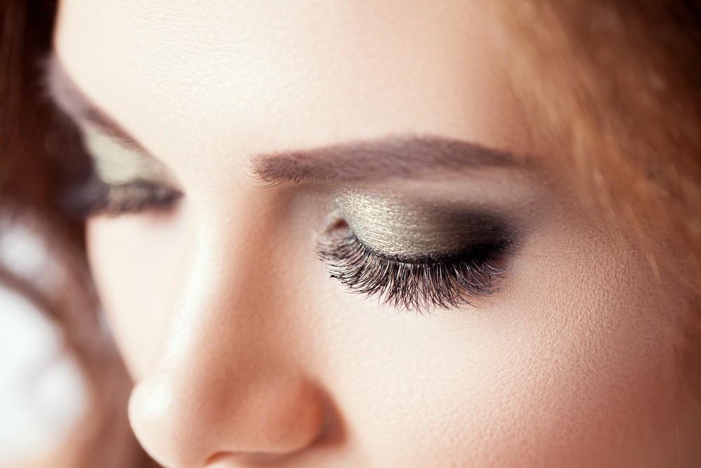 Seven makeup tips everyone wearing contact lenses should