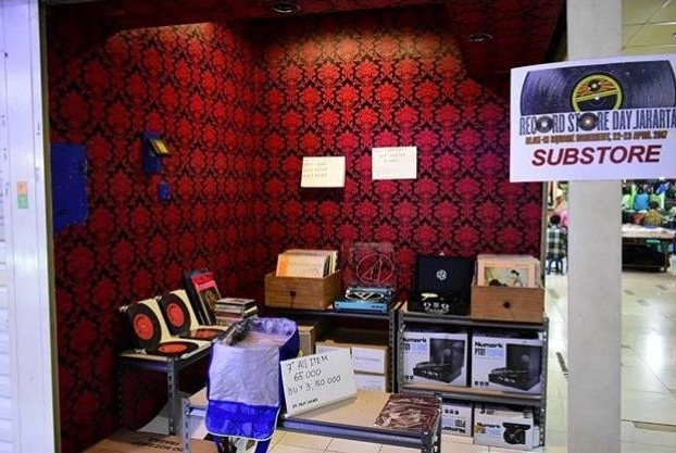 Best of both worldsr: Sub Store's flagship shop at Santa Market offers well-curated vinyl records both from the local music scene and Western artists.