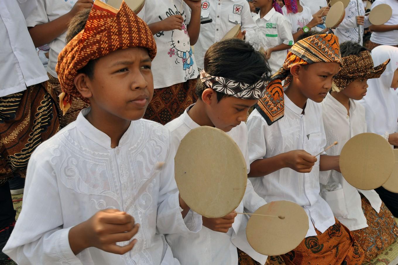 Boys from the Hadroh Al Fatah troupe play tambourines. JP/Magnus Hendratmo