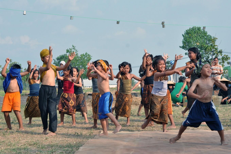 Children perform a Tandur dance during the cultural festival. JP/Magnus Hendratmo