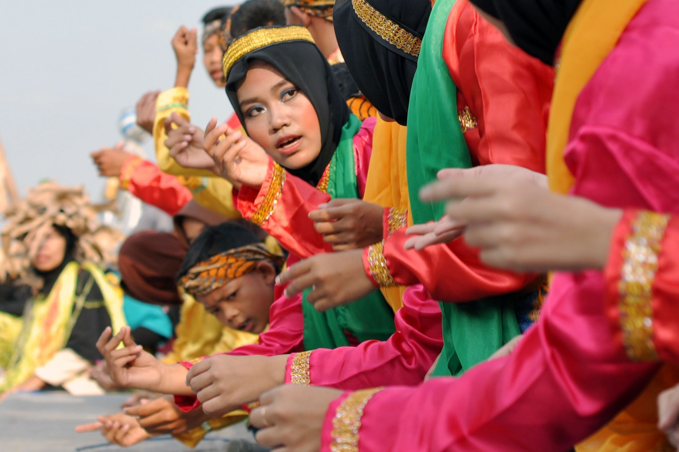 Girls and boys perform the Saman dance from Aceh during the festival. JP/Magnus Hendratmo