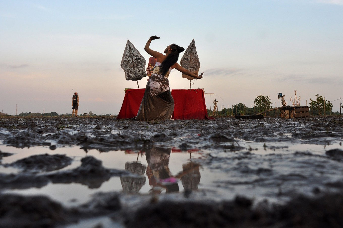 Lintang performs Seni Jantur, a collaborative dance, using the paddy field as a stage to depict the fertility of Delanggu village, which comes from Mount Merapi and Si Gedang water springs. JP/Magnus Hendratmo