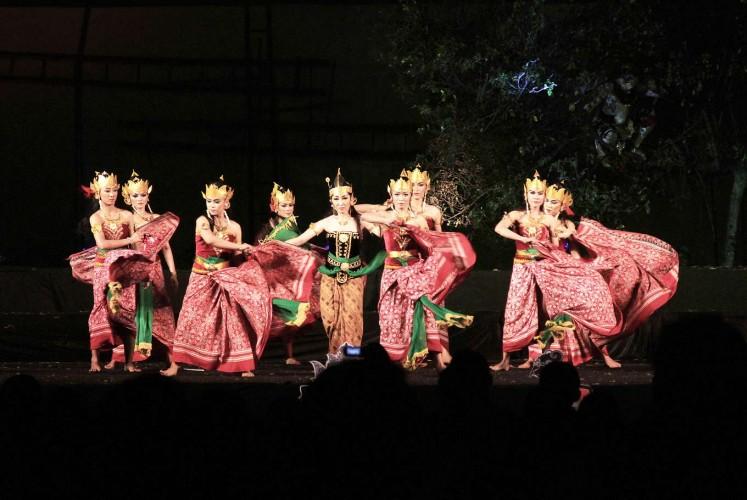 Girl power: The opening dance of Srikandi Larasati Kembar show at the Wayang Orang (WO) Sriwedari theater in Surakarta, Central Java, on July 8.