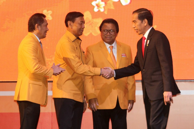 "President Joko ""Jokowi"" Widodo shakes hands with Hanura Party patron Wiranto, who is accompanied by party chairman Oesman Sapta Odang (second right) and secretary general Sarifuddin Sudding (left)."