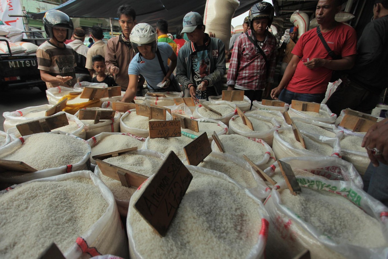 Getting richer, more Indonesians shift to premium rice