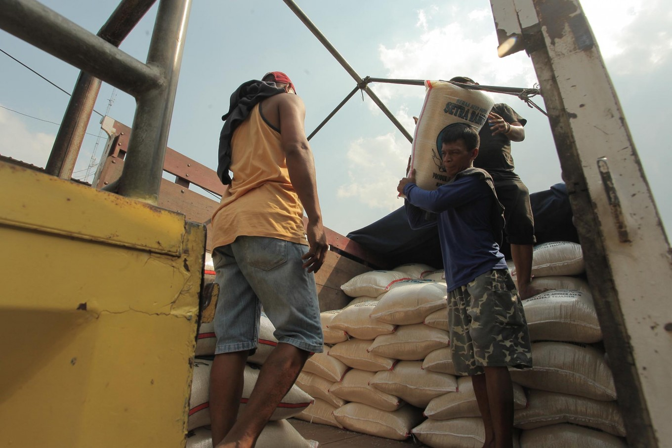 Govt to import rice amid rising prices