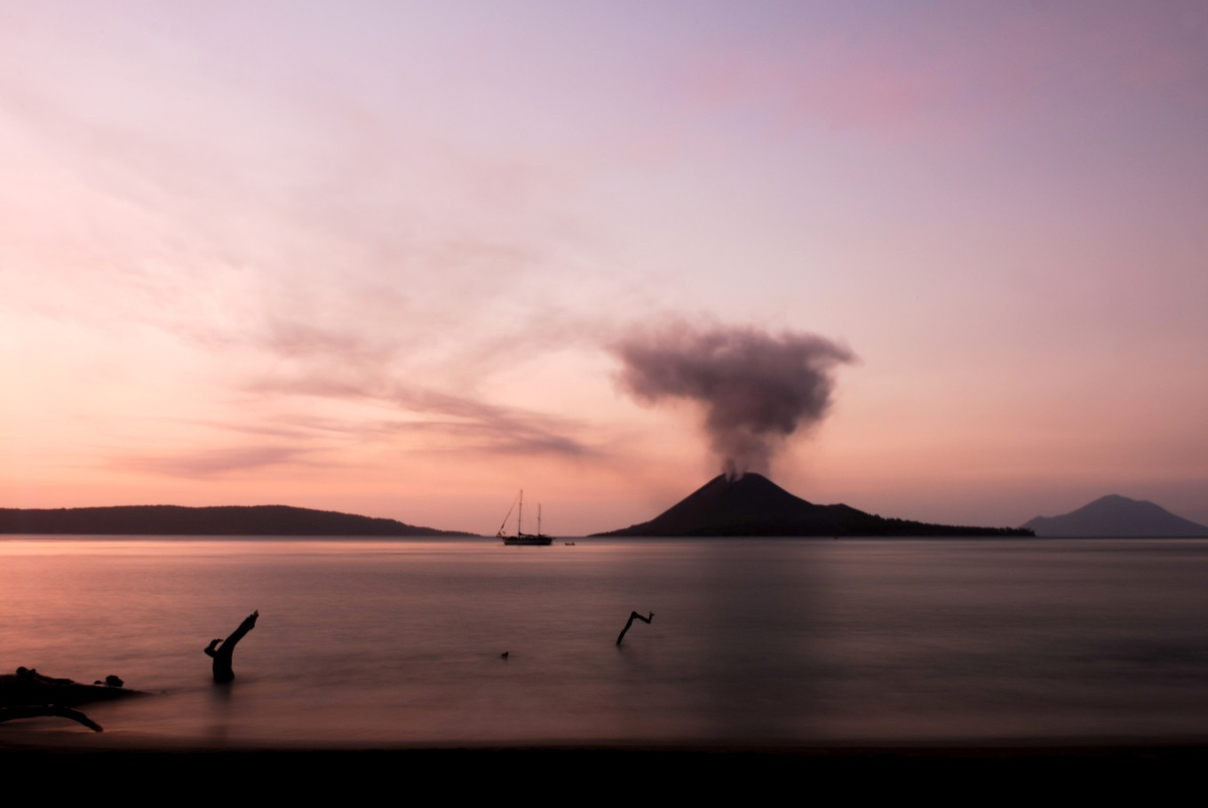 Level 2 alert status still in place for Mount Anak Krakatau