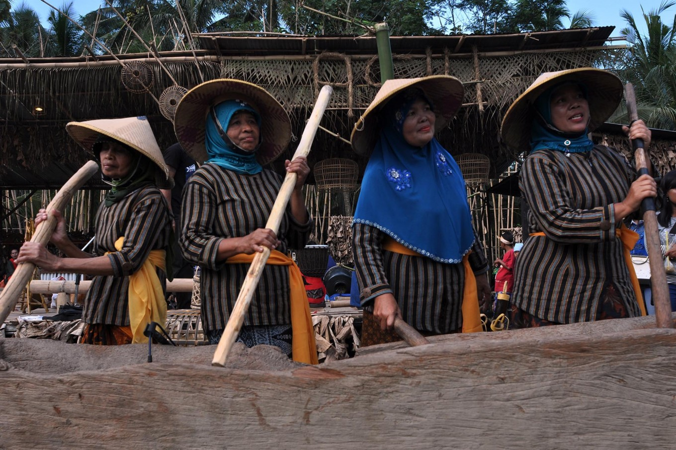 Four women play the gejok lesung, a rice mortar that doubles as a musical instrument during the paddy harvest, accompanied by the karawitan (a Javanese orchestral instrument). JP/ Magnus Hendratmo