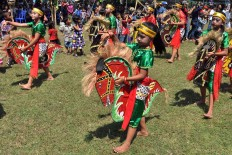 Children perform the Kuda Lumping dance during the 2017 Asian Youth Dance. JP/ Magnus Hendratmo