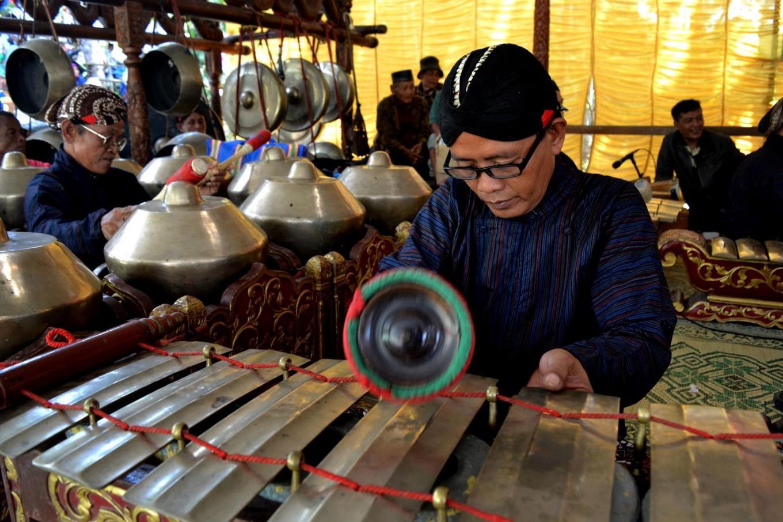 Gamelan (Javanese orchestra) musicians perform Javanese songs during the opening ceremony of the Merti Desa ritual. JP/Stefanus Ajie