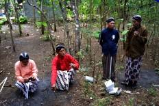 Village leaders wearing traditional Javanese costumes gather during the Merti Desa event. JP/Stefanus Ajie
