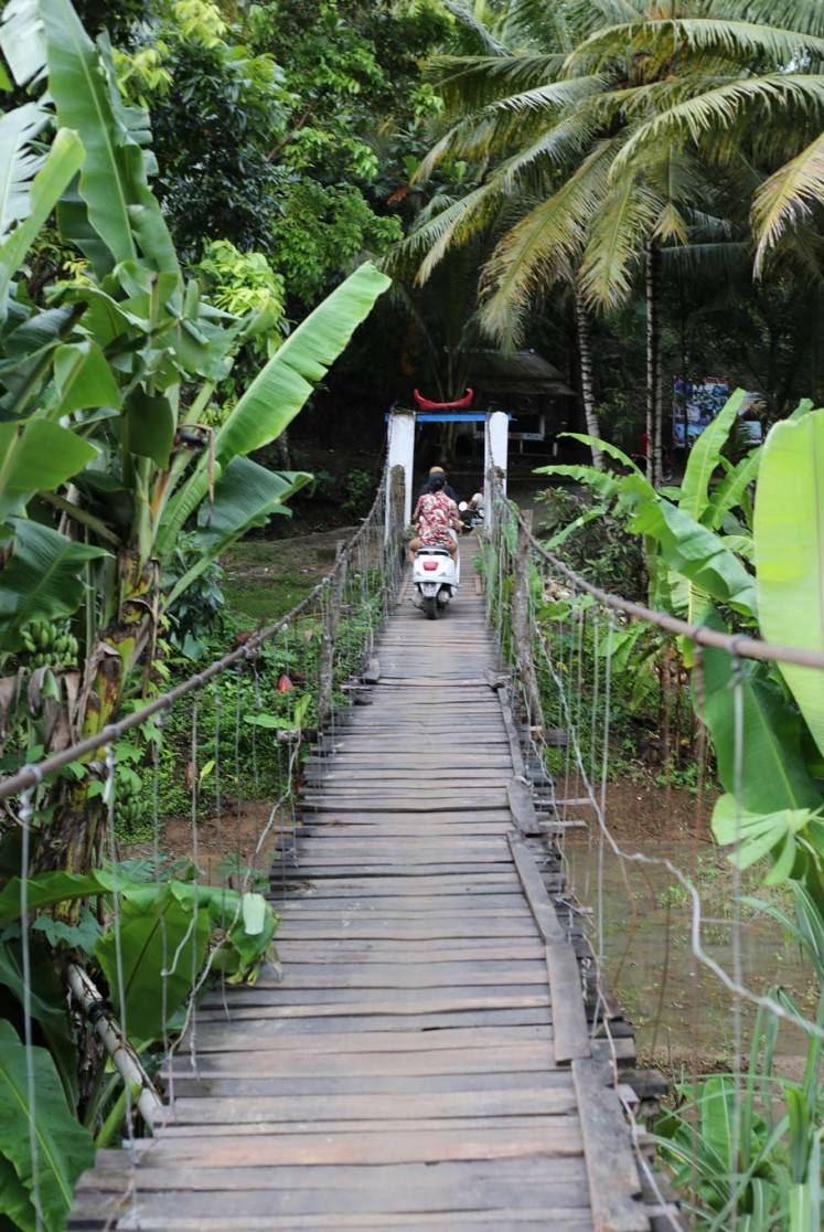 Most beaches are only accessible by motorcycles by crossing wooden bridges over the river.