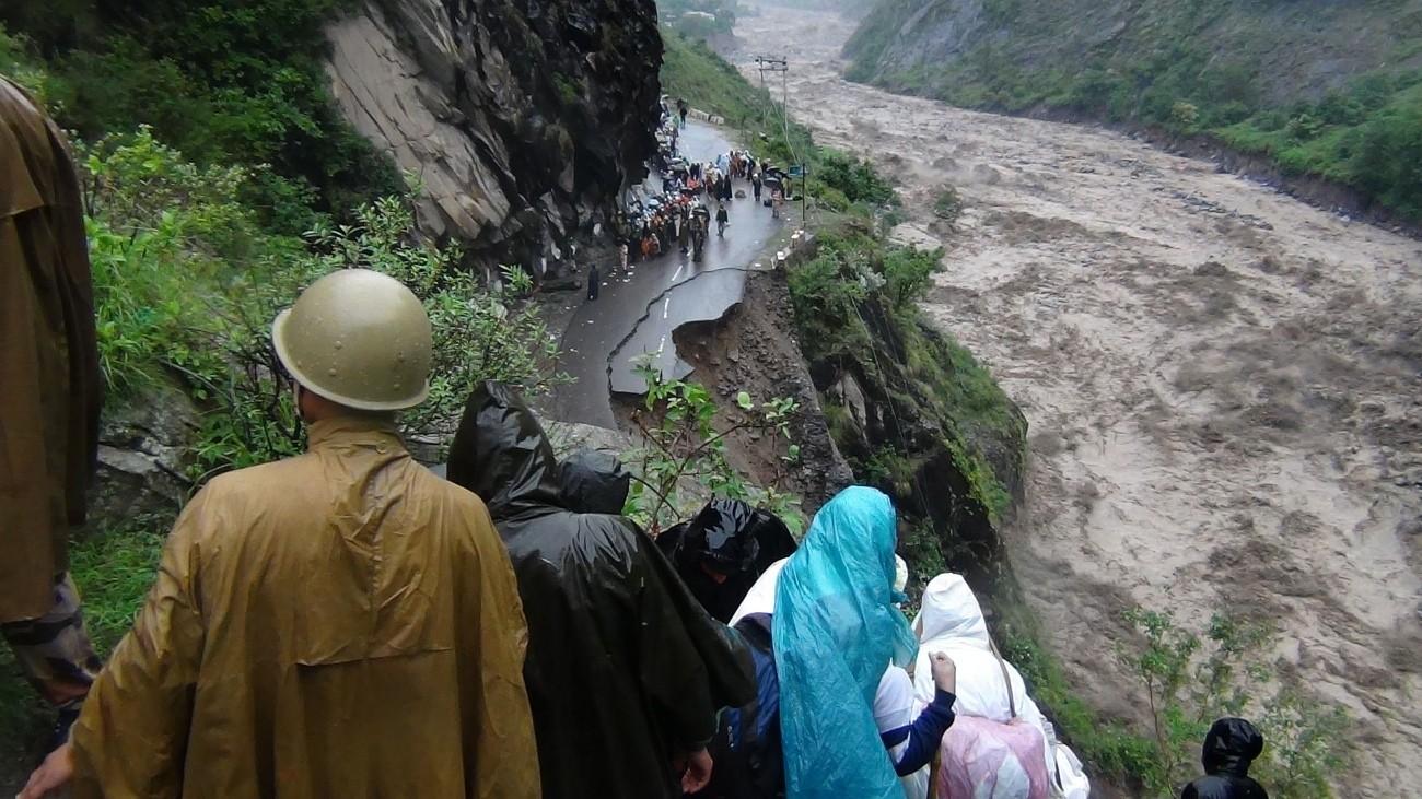 Landslips , cloudbursts kill 28 in Uttarakhand