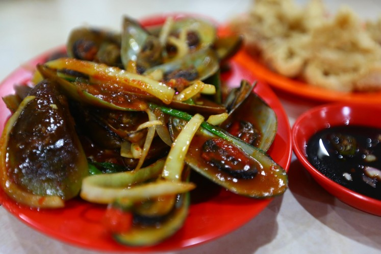 Mussels in Padang sauce at Wiro Sableng 212 restaurant.