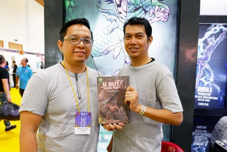 Recreated: Comic writers Iwan Nazif and Oyasujiwo hold the remake of comic book Si Buta dari Goa Hantu.