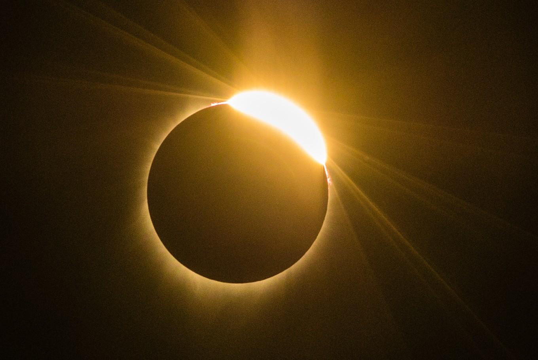 Total solar eclipse mesmerizes America