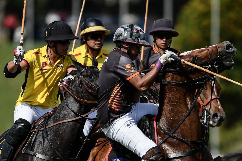 Brunei's 'hot royal' sparks selfie stampede