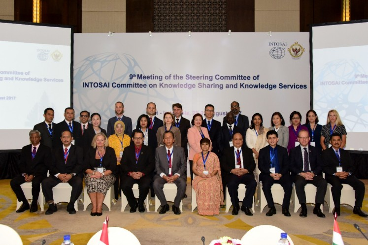 Participants of the 9th meeting of the Steering Committee of the International Organization of Supreme Audit Institutions (INTOSAI) committee on knowledge sharing and knowledge service pose during a group photo session in Bali, Aug. 23, 2017.