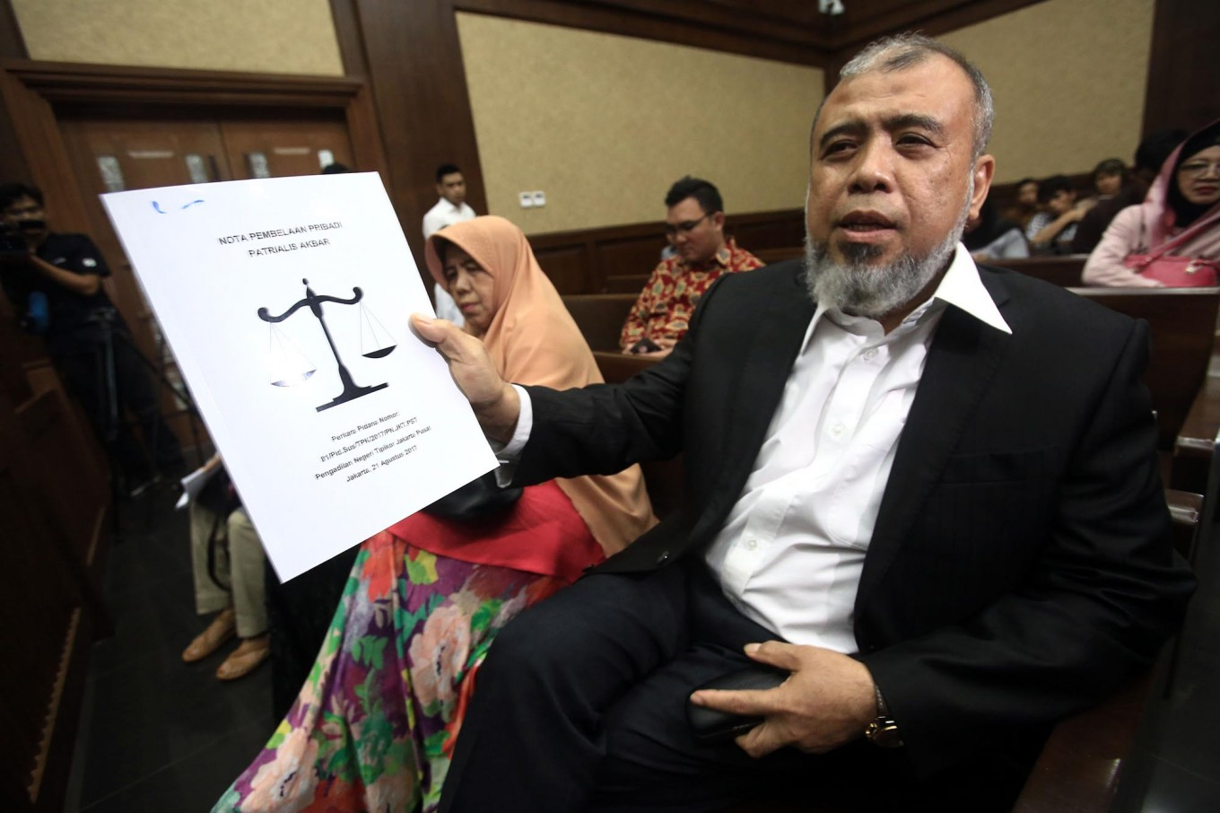 KPK urged to be resolute in solving IndonesiaLeaks report case