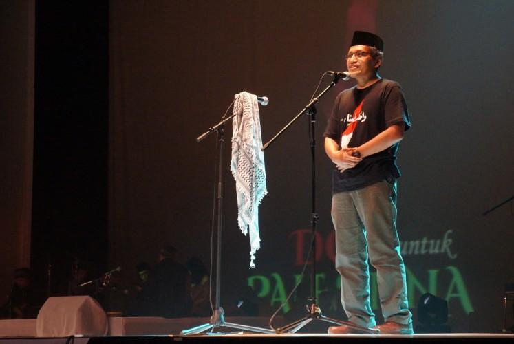 Muslim scholar Ulil Abshar Abdalla reads a poem by Mahmoud Darwish.