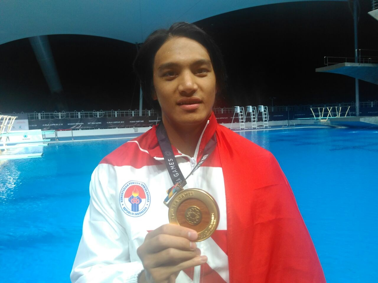 SEA Games: Gagarin gets gold in 100-m breaststroke