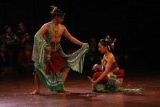 Indonesia dancer Dona (left) and Andrea of Germany perform wearing traditional attire. JP/Maksum Nur Fauzan